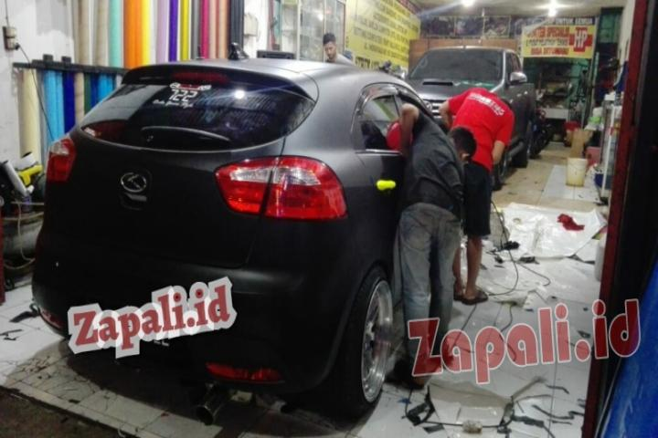 Jasa Wrapping Sticker Mobil